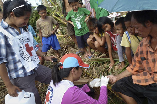 Red Cross Medical Volunteers helping out Pablo victims in Bagangga davao Oriental (ICRC file photo)